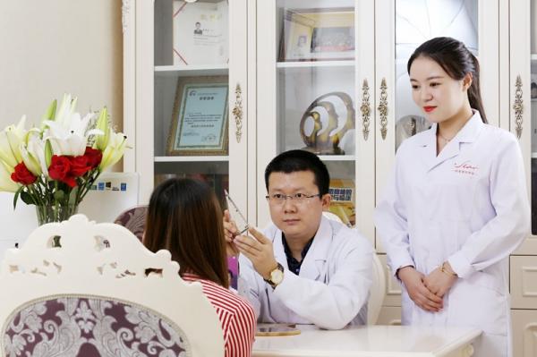 郑州明星医疗美容诊所环境图5
